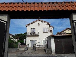 Haut de Villa Au Calme Proche de Marseille - Septemes-les-Vallons vacation rentals