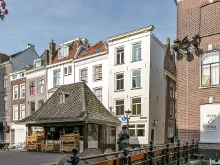 Very cozy historic canal house, in the middle of Utrecht's old town. - Utrecht vacation rentals