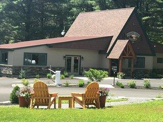 2 Bedroom Cottage in Adirondack Gateway Campground - Gansevoort vacation rentals