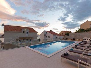 Villa Samba - Two-Bedroom Apartment with Sea View - Plat vacation rentals