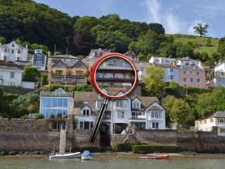 BIGHT BOATHOUSE, riverside residence, swimming pool and gym, two spacious - Kingswear vacation rentals