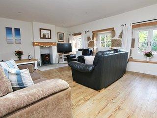 BRAMBLE COTTAGE, close to beaches, open fire, lovely garden, near Penzance, Ref - Saint Hilary vacation rentals