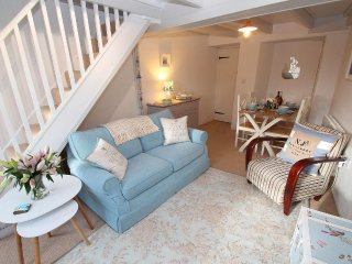 SEA DRIFTERS COTTAGE end of terrace, exposed beams, open fire, rural views just - Paul vacation rentals