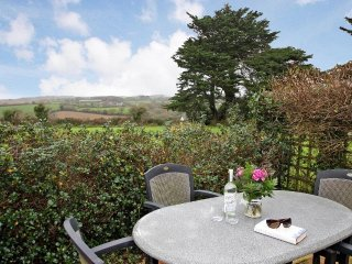 Loenter apartment, large garden, off road parking, Wifi in Mawnan Smith Ref - Mawnan Smith vacation rentals