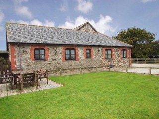 TROTTERS homely barn conversion, shared enclosed garden, short drive to - Portreath vacation rentals