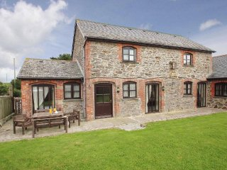BYRE COTTAGE, stone built barn conversion sleeps four, 2 miles from Portreath - Portreath vacation rentals