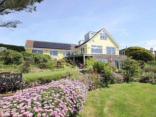 WINDRUSH coastal house with super sea views, balcony and garden, 10 mins walk - Mawgan Porth vacation rentals