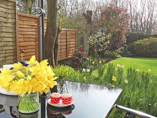 GARDEN LODGE, beach within 4 miles, shops and pubs within a 7 minute walk - Helston vacation rentals