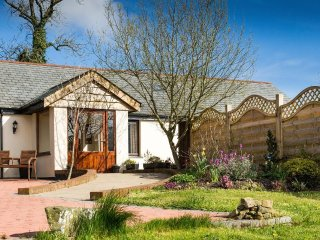 FRITILLARY COTTAGE beautiful barn conversion, lawned garden with views, close - Bradworthy vacation rentals