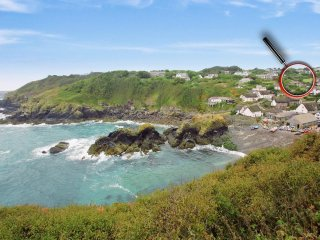 MENGARTH, substantial detached house, sea views, two pets welcome, coast and - Cadgwith vacation rentals