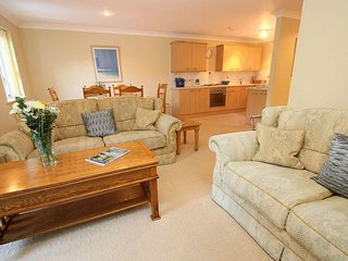 BABBLEBROOK COTTAGE welcoming cottage, private terrace, quiet holiday village - Maenporth vacation rentals