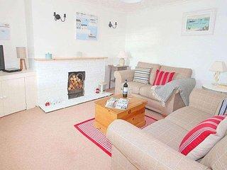 ACORN COTTAGE, wood burner, lovely garden, parking, WiFi, Portreath Beach 2 - Redruth vacation rentals