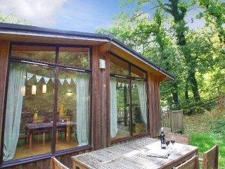 GARDEN LODGE, Scandinavian timber lodge, garden and timber deck, Slapton 2 - Slapton vacation rentals