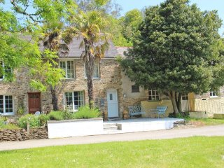 CASTLE COTTAGE peaceful cottage, real fire, courtyard garden in the Roseland - Ruan Lanihorne vacation rentals
