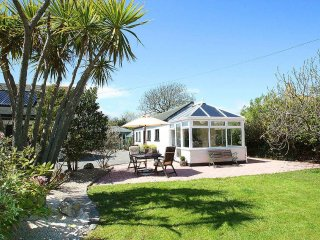 LITTLE PALM TREES, beach 2 miles, shop and pub 4 minutes walk. Conservatory and - Rosudgeon vacation rentals