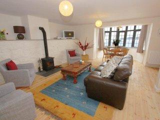 MYRTLE COTTAGE, detached coastal house, seaviews, sun terraces, woodburner - Sennen Cove vacation rentals