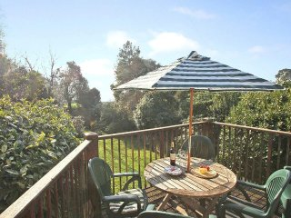 STABLE COTTAGE countryside setting, near the coast, enclosed garden in the - Mawnan Smith vacation rentals