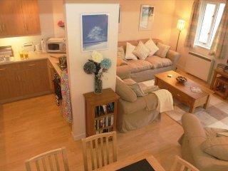 GEW, modern purpose built holiday cottage, open plan living, communal gardens - Maenporth vacation rentals