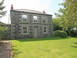 BANNETH, detached house, lovely garden, open fire, en-suite bathroom, close to - Helford vacation rentals