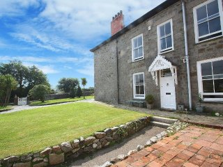 PENGWITHOR traditional Cornish cottage, garden, walking distance to pubs and - Pool vacation rentals