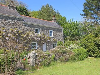 WOODPECKER COTTAGE WiFi, woodburning stove, pretty garden, near Helston Ref - Helston vacation rentals
