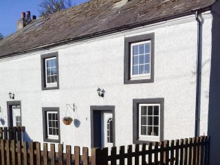 2 LOW BRAYSTONES FARM COTTAGE, character cottage, three bedrooms, dog-friendly - Beckermet vacation rentals