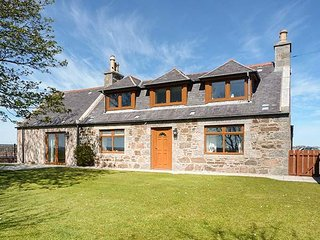 SCHOOLHILL CROFT, sleeps ten, king-size, en-suite, large garden, Ellon, Ref - Ellon vacation rentals