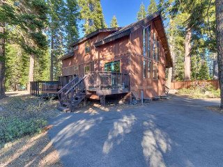 Four Summits -  4BR w/ Hot Tub & Pool Table - Dogs OK - From $250/nt - Carnelian Bay vacation rentals