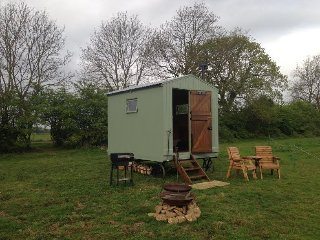 Comfortable 1 bedroom Shepherds hut in Maidwell - Maidwell vacation rentals