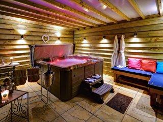 Gold-Award-Winning Dog-Friendly Holiday Cottage with Hot Tub - Stonham Aspal vacation rentals