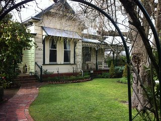 3 bedroom Bed and Breakfast with Television in Terang - Terang vacation rentals