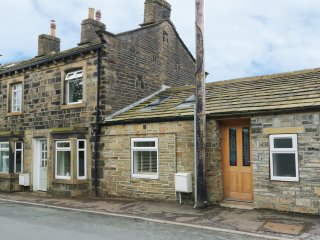 THE OLD FORGE, semi-detached converted forge, exposed beams, WiFi - Luddenden Foot vacation rentals