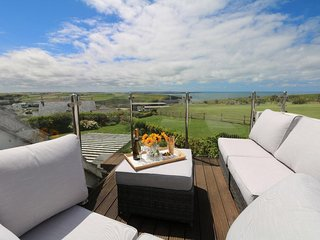 COASTMANS NEST two-storey detached house, sea views, in Mawgan Porth. Ref xxxx - Trenance vacation rentals