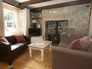 THE PIPPIN is a granite terraced cottage, lawned garden, inglenook fireplace - Lelant vacation rentals