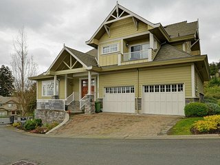 Luxury Home Sleeps 13, Walk To Bear Mtn. Resort - Langford vacation rentals