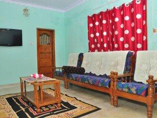 Bright 3 bedroom Valparai House with Internet Access - Valparai vacation rentals