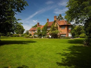 6 bedroom Manor house with Tennis Court in Stockcross - Stockcross vacation rentals