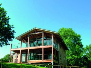 Bright Cabin with Deck and Internet Access - Leavenheath vacation rentals