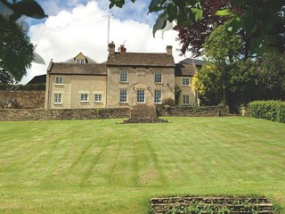 Charming House with Internet Access and Television - Tetbury vacation rentals