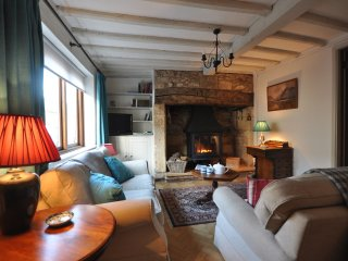 Beautiful House with Internet Access and Fireplace - Winchcomb vacation rentals