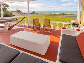 Bright 4 bedroom Minnie Water House with Television - Minnie Water vacation rentals