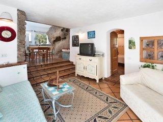 VILLA ROCCIA CON PISCINA E PARCO SUPAVONI - Porto Rotondo vacation rentals