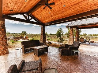 4BR w/ Brasada Ranch Resort Amenities - Outdoor Kitchen & Mountain Views - Powell Butte vacation rentals