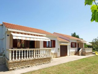 4 bedroom House with Internet Access in Muline - Muline vacation rentals