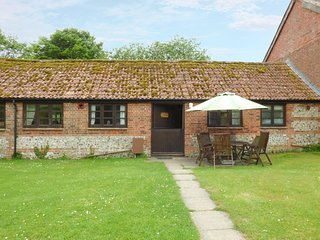 FORGET ME NOT COTTAGE, exposed stone wall and wooden beams, ground floor, WiFi - Blandford Forum vacation rentals