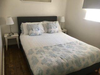 Romantic 1 bedroom House in Dumbarton - Dumbarton vacation rentals