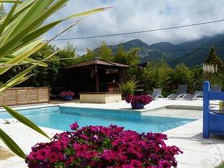 Chambres d'Hôtes de Charme avec Piscine sur la Côte d'Azur, Sud de la France - Levens vacation rentals