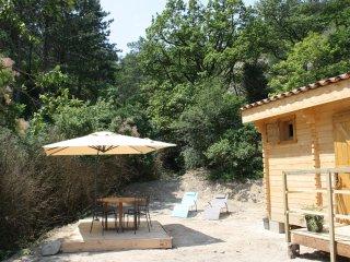 """Chalet en bois """"La petite maison dans la prairie"""" dans la Drôme - Aouste-sur-Sye vacation rentals"""