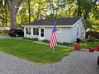 2 bedroom Cottage with Deck in Lakeview - Lakeview vacation rentals