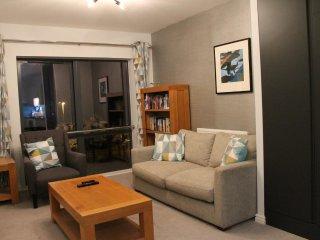 London Comfy Flat near Heathrow! Accommodates 3 - Uxbridge vacation rentals